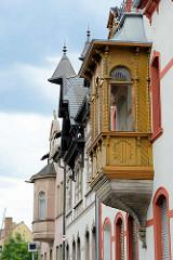 Holzerker mit Säulen / Perlleisten - Hausgiebel, Coswig / Anhalt.