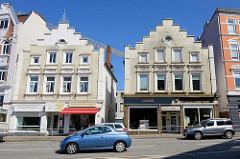 Gründerzeitarchitektur im Mohnhof von Bergedorf - Fassade mit gelben Klinkern verkleidet / Treppengiebel und Fassadenstuck.