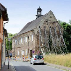 Altes Rathaus der Eisleber Neustadt - 1589 erbaut, einsturzgefährdet. Herrenlose Immobilie, der letzte Eigentümer hat auf das Gebäude verzichtet.