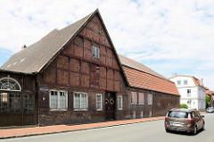 Historisches Bauernhaus - Fachwerkgebäude in der Reichenstraße von Brunsbüttel Ort / Alt Brunsbüttel; das leerstehende Gebäude steht unter Denkmalschutz.