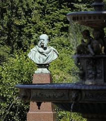 Bronzebüste von Kaiser Wilhelm I. auf dem Bergedorfer Kaiser Wilhelm Platz; das Kaiser Wilhelm Denkmal wurde 1891 in der Nähe vom Bergedorfer Schloss aufgestellt.