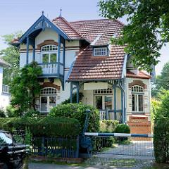 Villa im Villenviertel von Hamburg Bergedorf; Ende des 19. Jahrhunderts wurde begonnen, das sogenannte Villenviertel zu bebauen - wohlhabende Hamburger und Bergedorfer Bürger ließen dort ihre repräsentativen Wohnhäuser errichten. Es entstanden Stadth