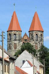 St. Nikolaikirche in Aken / Elbe - ursprünglich als Kapelle 1265 erwähnt, ab 1270 Stiftskirche - durch Hochwasser 1316 zerstört - 1335 mit Doppelturmanlage neu errichtet.
