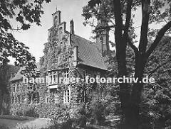 historisches Foto vom Bergedorfer Schloss ca. 1938 - Die Ursprünge vom Wasserschloss in Bergedorf wurde um 1220 angelegt, der jetzige Bau ab dem 15. Jh. entwickelt und seitdem mehrfach verändert. Die Anlage steht seit 1926 unter Denkmalschutz. Ab
