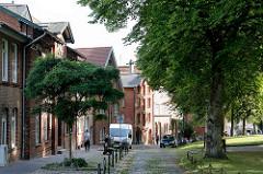 Historische Backsteinarchitektur in Bad Oldesloe; Wohn- und Geschäftshäuser am Kirchberg.