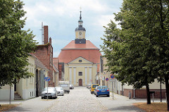 Barocke Stadtkirche von Oranienbaum, 1712 eingeweiht.