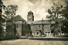 Historische Ansicht vom Bergedorfer Rathaus; das Rathaus von Bergedorf war ursprünglich eine 1899 errichtetes Wohnhaus, das nach seinem Bauherrn, einem Gummi-Kaufmann, die Messtorffsche Villa genannt wurde. Der Architekt des Gebäudes war Johann Gr
