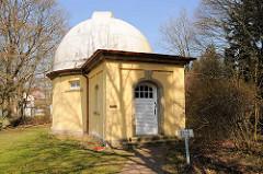 Das Äquatorial auf dem Gelände der Hamburger Sternwarte in Bergedorf.