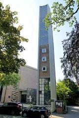 Kirchturm der katholischen St. Marien Kirche in Hamburg Bergedorf; geweiht 1967 - Architekt Cornelius Karg.