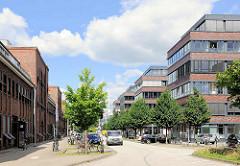 Neubau von Gewerbegebäuden und Wohnungen am Christoph Probst Weg in Hamburg Lokstedt. Christoph Probst Mitglied der Widerstandsgruppe gegen den Nationalsozialismus der Weißen Rose und wurde 1943 von den Nazis ermordet.