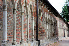 Historische Mauer zum Wörlitzer Park.