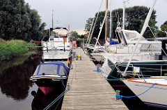 Sportboothafen / Marina in Friedrichstadt an der Eider / Schleswig-Holstein.