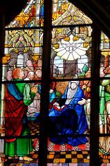 Glasfenster in der Schlosskirche von Lutherstadt Wittenberg.