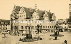 Historische Ansicht vom Markt der Stadt Wittenberg - Denkmale von Martin Luther und Philipp Melanchthon. Rathaus, erbaut von 1523 - 1535 unter Mitwirkung von Lucas Cranach d. Ä.