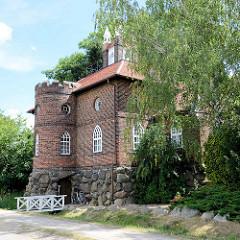 Der Eisenhart ist ein aus Raseneisenstein errichtetes Gebäude am Wörlitzer Park - überbrückt aber zugleich den Kanal. Auf dem Eisenhart stehen der Südseepavillon und der Bibliothekspavillon (1783/84), die von Friedrich Wilhelm von Erdmannsdorff entwo
