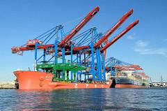 Am Hamburger Container Terminal Burchardkai werden drei neue Containerbrücken montiert. Der chinesische Frachter Zhen Hua Nr. 20 hat die Brücken mit 74m langen Auslegern in Hamburg angeliefert - jede Brücke wiegt 2400 Tonnen, die Ausleger sind dafür