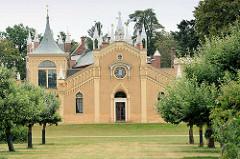 Gotisches Haus - 1773–1813 nach den Plänen von Erdmannsdorff und Baudirektor Georg Christoph Hesekiel im neogotischen Stil erbaut.
