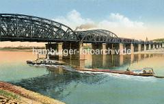 Historische Ansicht der Elbbrücken bei Wittenberg - ein Zug fährt auf der Brücke; Schlepper unter Dampf - im Schlepp ein Elbkahn / Binnenschiff.