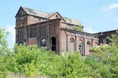 Backsteinbau - verfallenes Industriegebäude am Hafen der Lutherstadt Wittenberg.