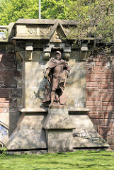 Skulptur an der Kersten Miles Brücke in der Hamburger Neustadt; erbaut 1897 - Simon von Utrecht, Ehrenbürgermeister von Hamburg.