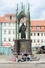 Bronzestandbild für Philipp  Melanchthon auf dem Marktplatz der Lutherstadt Wittenberg.
