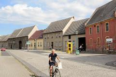 Wohnhäuser mit Satteldach - Architektur in Wörlitz.