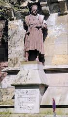 Skulptur an der Kersten Miles Brücke in der Hamburger Neustadt; erbaut 1897 - Kersten Miles, Bürgermeister von Hamburg.
