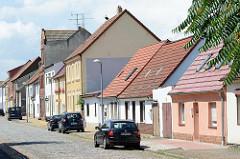 Reihenhäuser mit Satteldach - mehrstöckige Gründerzeitarchitektur in Lutherstadt Wittenberg.