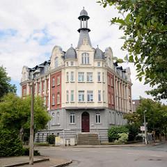 Jugendstilwohnhaus mit Erker und Dachturm - Architektur in Lutherstadt Wittenberg.