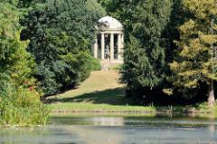 Venustempel im Wörlitzer Park - errichtet 1797;  dorischen Monopteros, in dessen Zentrum ein Abguss der Venus Medici steht.