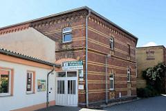 Historische Turnhalle der Gründerzeit - Backsteingebäude / Turnhalle Elbhafen in der Lutherstadt Wittenberg.
