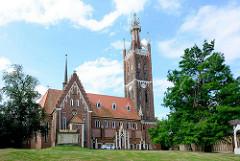 St. Petri Kirche in Wörlitz; die Ende des 12. Jahrhunderts errichtete ursprünglich romanische Kirche wurde unter Fürst Franz von Anhalt-Dessau zwischen 1804 und 1809 im neugotischen Stil umgebaut.