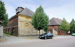 Historische Gebäude der Domäne Wörlitz - denkmalgeschützte Hofanlage, errichtet zwischen 1783 und 1787 nach Plänen von Friedrich Wilhelm von Erdmannsdorff.
