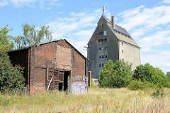 Altes Ziegel-Lagergebäude und Speicher am Hafen der Lutherstadt Wittenberg.