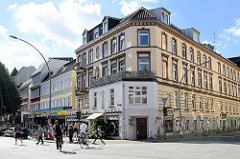 Strassenkreuzung Osterstraße / Methfesselstraße / Müggenkampstraße in Hamburg Eimsbüttel - Gründerzeitarchitektur, Geschäfte.