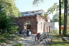 Historisches Krankenhausgebäude / Backsteinarchitektur - ehemalige  Pathologie vom Allgemeinen Krankenhaus Eilbek in Hamburg.