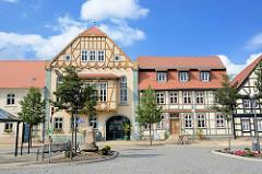 Marktplatz von Arneburg - Rathaus und historisches Bürgerhaus.