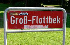 Rotes Stadtteilschild mit weißer Schrift, Groß-Flottbek - Aufkleber Bezirk Altona.