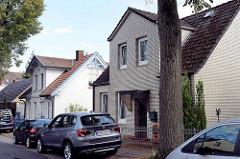 Historische Wohnhäuser mit unterschiedlicher Fassadengestaltung - Straße Ulmenliet in Hamburg Lohbrügge.