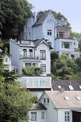 Wohnhäuser im Treppenviertel von Hamburg Blankenese.