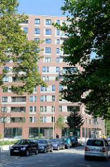 Gelände vom ehem. Güterbahnhof an der Hellbrookstraße in Hamburg Barmbek-Nord; der Bahnhof wurde Ende der 1990er Jahre aufgegeben - zwischenzeitlich als Flohmarktgelände genutzt - jetzt Neubauten in blockbauweise mit ca. 1200 Wohnungen, dem sogen. St