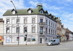 Gründerzeitwohnblock mit Gewerbe - Architektur in Hamburg Lohbrügge.