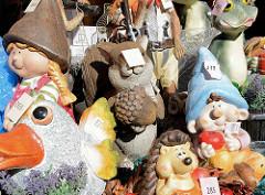 Stand mit Keramik Nippes auf dem Landmarkt / Herbstmarkt von Hamburg Bergedorf.