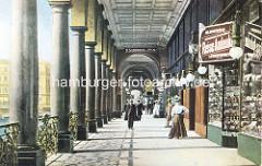 Colorierte alte Darstellung der Alsterarkaden in Hamburg - Geschäft mit Reise Andenken + Lederwaren - Passanten.