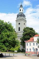 Trinitatiskirche von Genthin , barocke dreischiffige Hallenkirche.