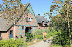 Historischer Röperhof in Hamburg Othmarschen, alter Dorfkern des Stadtteils - Fachwerkgebäude mit Reetdach, erbaut 1759.