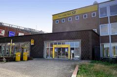 Postgebäude / Postbank Finanzcenter an der Bergedorfer Straße in Hamburg Bergedorf. Das Gebäude soll abgerissen werden.