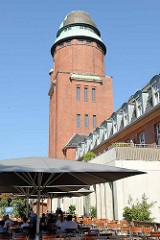Wasserturm vom ehem. Allgemeinen Krankenhaus Barmbek, Höhe 48m - erbaut 1912; Entwurf Hamburger Baurat Dr.-Ing. Ruppel - jetzt Fitness Center.