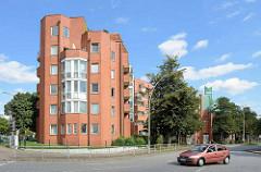 Architektur der 1970er Jahre in Hamburg Lohbrügge - Wohnblock am Sander Damm / Ludwig-Rosenberg-Ring.
