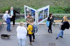 Fest am KanalTag - Schulprojekt / Bezirksamt / Anwohner informieren die ökologischen Maßnahmen am Seevekanal in Hamburg Harburg.